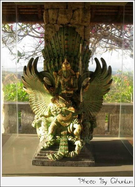 神鷹廣場 - 整個雕像的縮小版