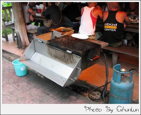 Nuri's Warung - 烤肉的工具