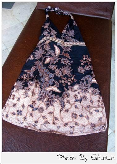 聖泉廟購買的洋裝