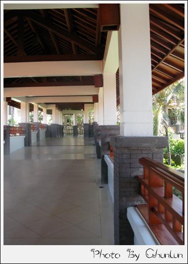 Nikko Bali - 往大廳走廊