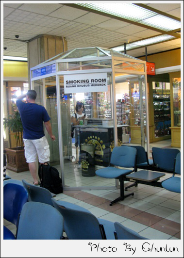 峇里島機場 - 吸菸室