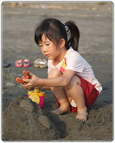 海邊玩沙戲水 (3)