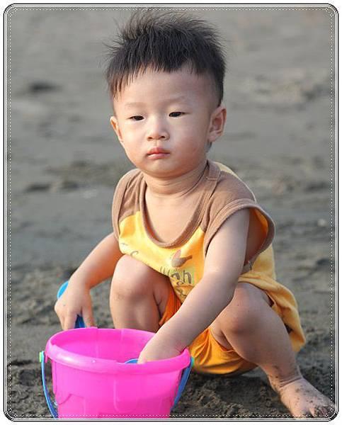 海邊玩沙戲水 (4)