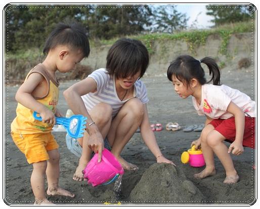 海邊玩沙戲水 (5)