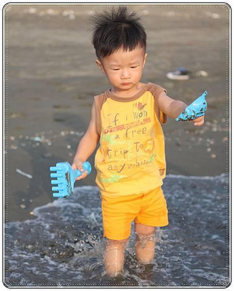 海邊玩沙戲水 (8)