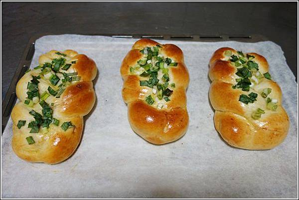 香蔥肉鬆麵包 (14)