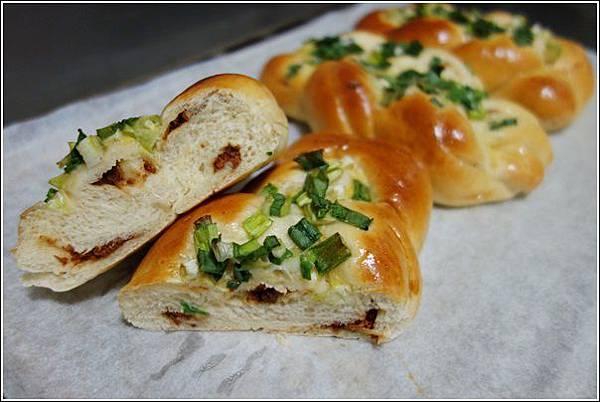 香蔥肉鬆麵包 (17)