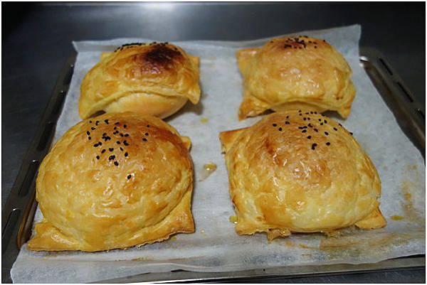 起酥肉鬆麵包 (11)