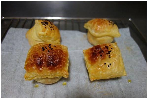 起酥肉鬆麵包 (12)