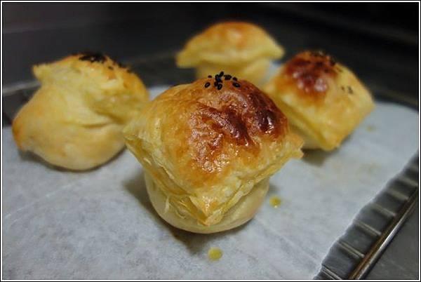 起酥肉鬆麵包 (13)