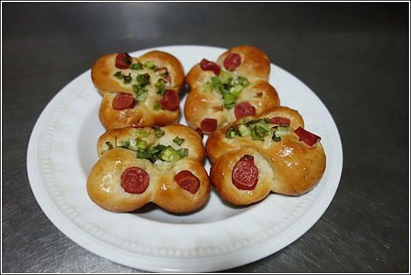 香蔥熱狗麵包 (1)