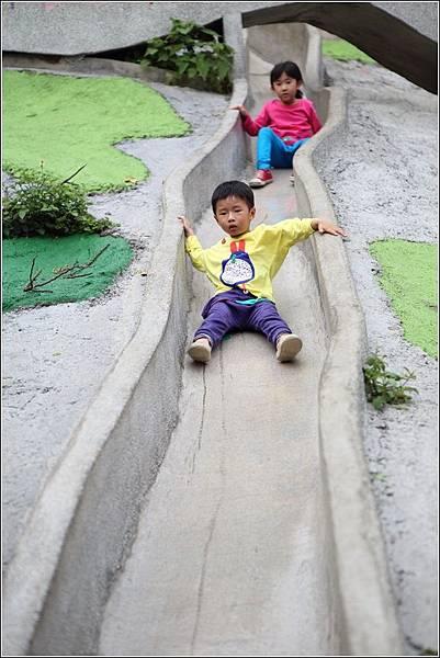 百果山溜滑梯 (2)