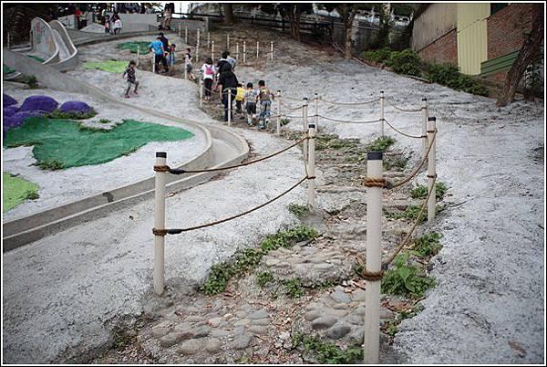 百果山溜滑梯 (3)