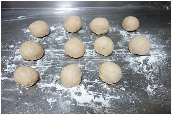 花生芝麻麵包 (1)