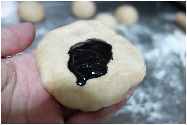 花生芝麻麵包 (8)