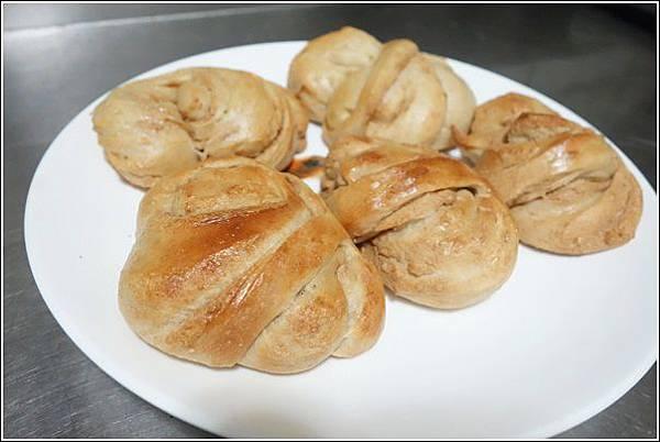 花生芝麻麵包 (19)