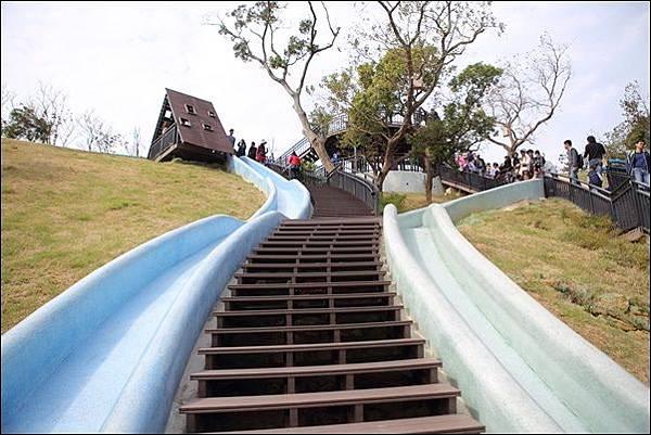青青草原溜滑梯 (1)
