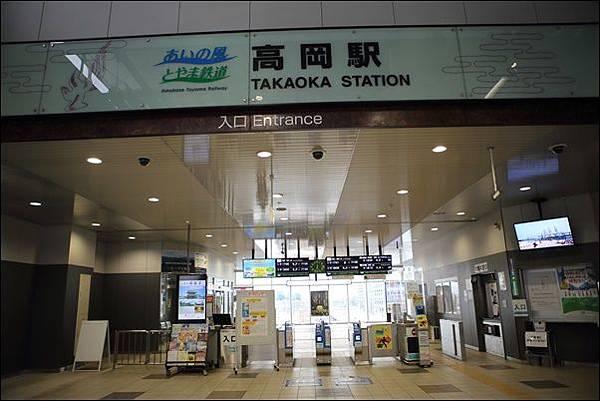 高岡駅 (2).jpg