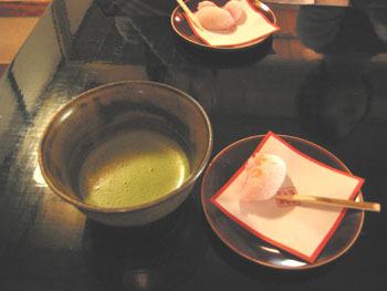 享用抹茶和和果子^^