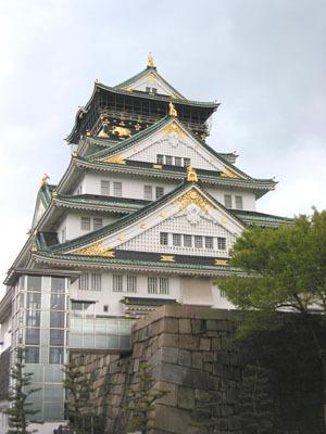 顏色和建築都滿怪的大阪城