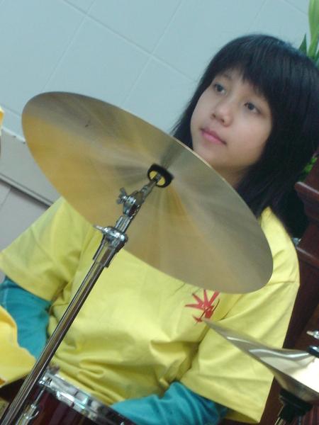 可愛鼓手阿葦