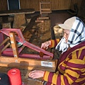 編織頭巾的泰雅阿嬤