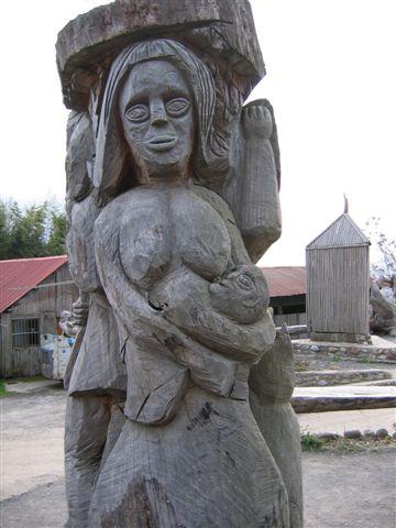 三位一體的木雕