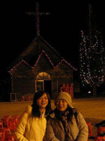 夜晚的禮拜堂加上我和雅雯姐姐