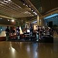 藝術中心裡學生預備演出