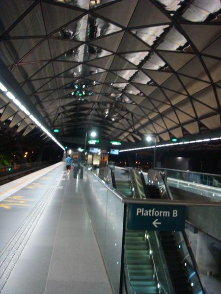 EXPO的捷運站月台