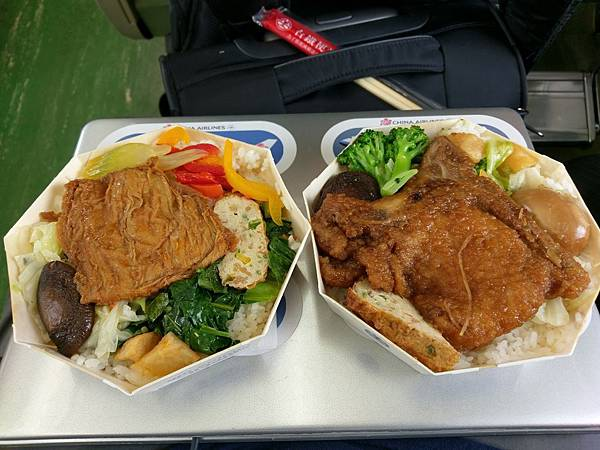 台鐵台中鐵路餐廳80元素食便當和排骨便當