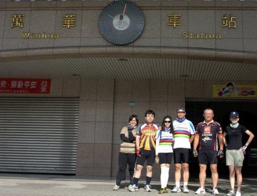 080622隔天透早,又情不自禁的來到了萬華車站與大家會合.jpg