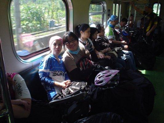 在火車上涼快的聊天.jpg