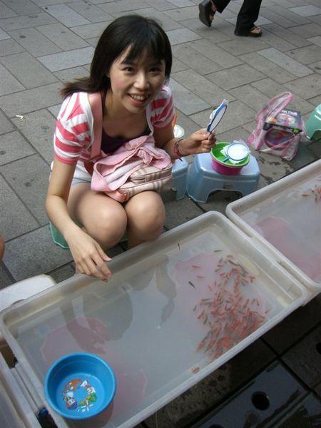 第一次撈金魚就上手