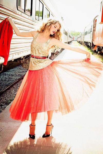 taylor_swift_e_v_u_photoshoot_for_glamour_2012_mvgRbIxL.sized