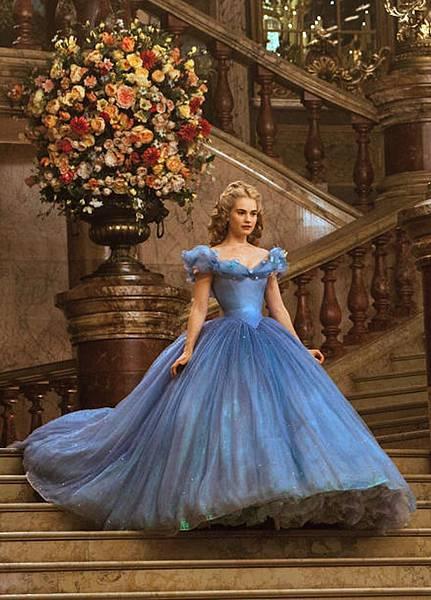 Cinderella-on-the-royal-ball-cinderella-2015-37989672-1280-1783
