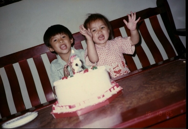 老哥8歲生日..到底誰才是壽星阿?!