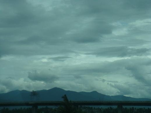 厚厚的雲層