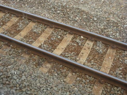 佈滿礫石的鐵道