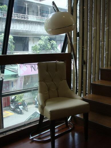 不知道這張椅子給不給坐阿