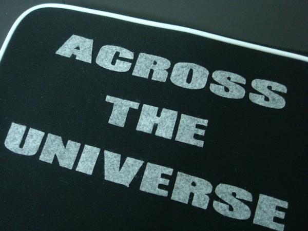 背面的ACROSS THE UNIVERSE 4