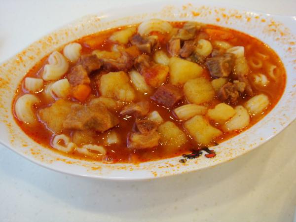 鮮茄牛腩湯餐肉粒通粉