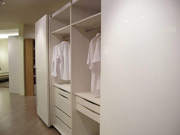 台中系統櫃工廠 臥室系衣櫥系統櫃.JPG