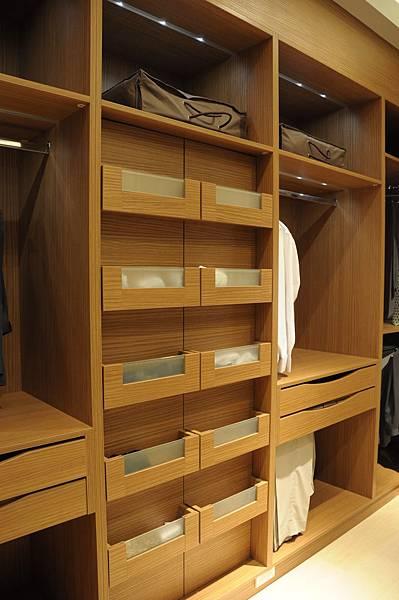 台中系統櫃工廠 更衣室空間.JPG