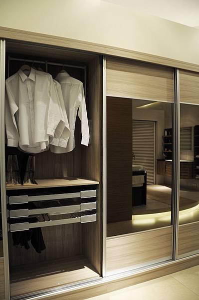 台中系統櫃工廠 臥室衣櫥系統櫃.JPG