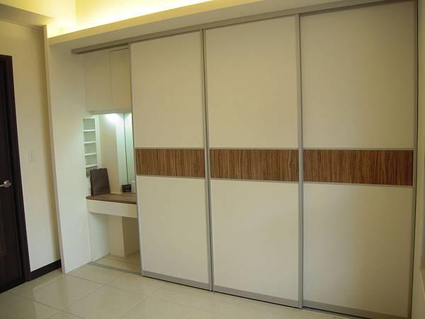台中系統櫃  居家設計-系統家具訂製-衣櫃設計 臥室系統櫃 衣櫃拉門五金  (1)