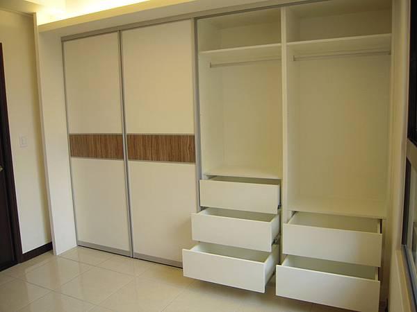 台中系統櫃  居家設計-系統家具訂製-衣櫃設計 臥室系統櫃 衣櫃拉門五金  (2)