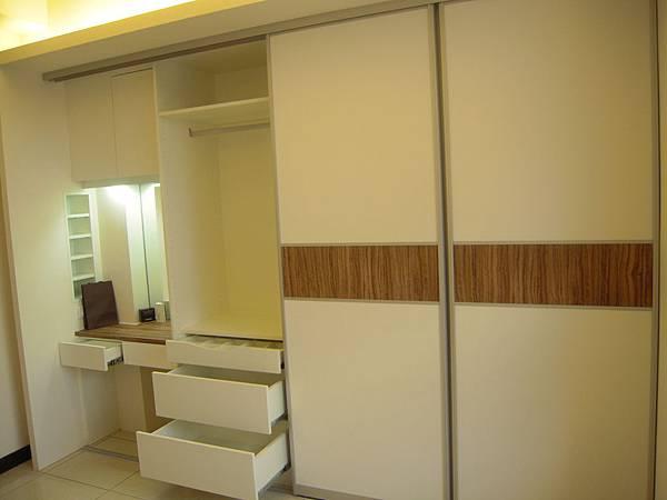 台中系統櫃  居家設計-系統家具訂製-衣櫃設計 臥室系統櫃 衣櫃拉門五金  (4)
