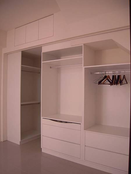 台中系統櫃  居家設計-系統家具訂製-衣櫃設計 臥室系統櫃 拉門五金 (1)
