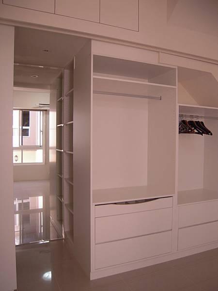 台中系統櫃  居家設計-系統家具訂製-衣櫃設計 臥室系統櫃 拉門五金 (4)